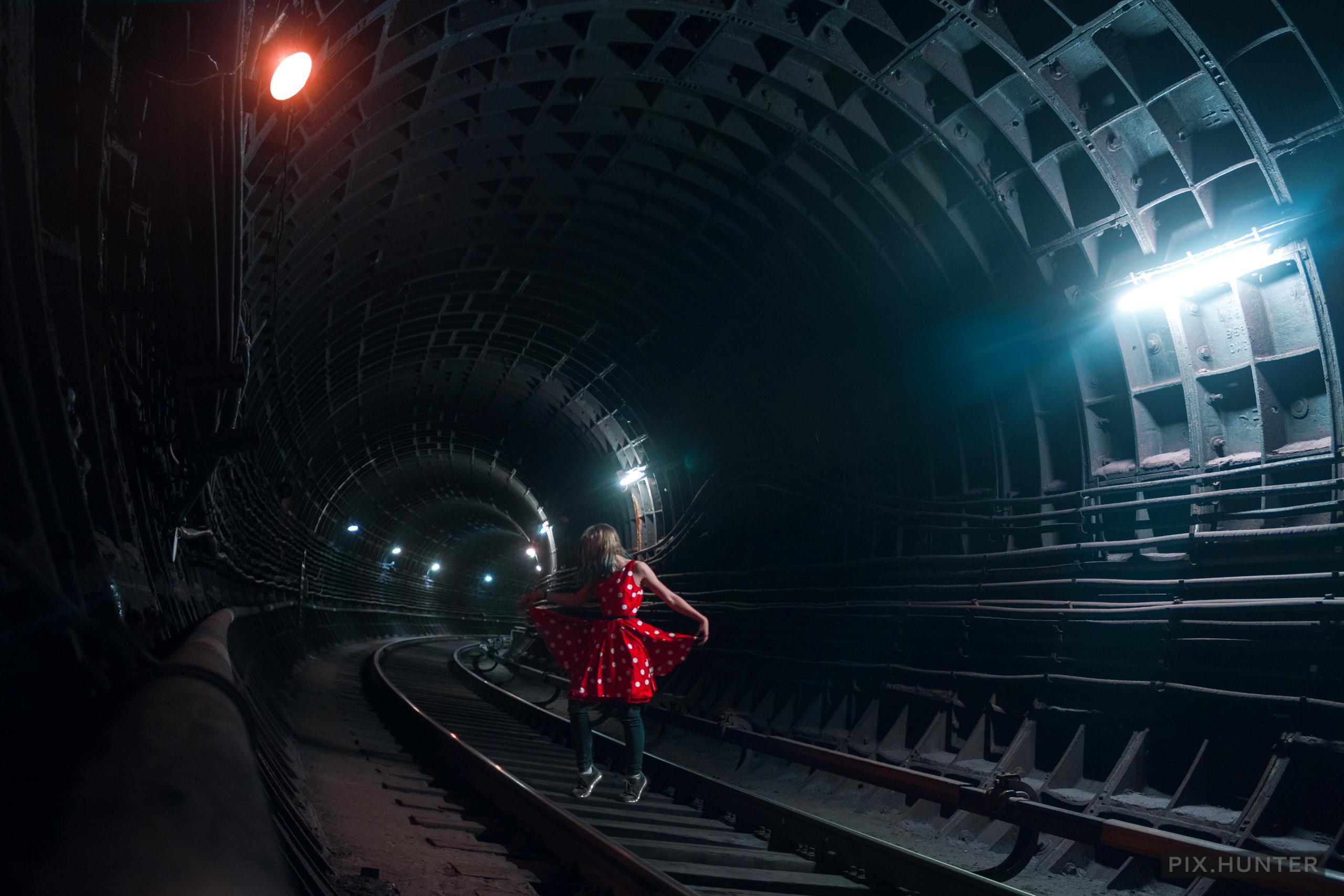вк тян в метро